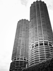 Mike Maney_Chicago Finale-158.jpg (Maney|Digital) Tags: architecture chicago city friends skyline streetphotography