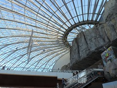 Militari Shopping Center, Bucharest (leonyaakov) Tags: bucharest romania mall shoppingcenter capitalcity citycenter travel construction architecture kiss love