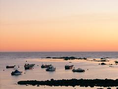 DSCF9875r (Micano2008) Tags: galicia oya vacaciones pontevedra atardecer barcas mar oceanoatlantico