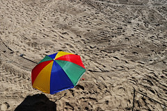 torno subito (Rino Alessandrini) Tags: spiaggia mare ombrellone sabbia colori orme impronte nyc coneyisland sea beach umbrella sand color footprints minimalista astratto forme minimalist abstract shapes