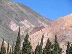 "Purmamarca et ses montagnes colorées <a style=""margin-left:10px; font-size:0.8em;"" href=""http://www.flickr.com/photos/127723101@N04/29114832366/"" target=""_blank"">@flickr</a>"