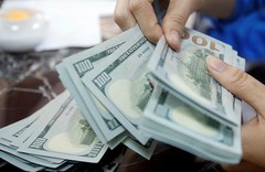 Greenback treads water as merchants watch for Fed price hike clues (majjed2008) Tags: clues dollar hike rate traders treads wait water