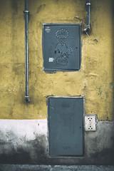 GAS (Photo-LB) Tags: streetart florence italie europe graff tag jaune couleurs lumire rue strada