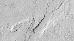 ESP_024707_1900 (UAHiRISE) Tags: mars nasa mro jpl universityofarizona landscape geology science