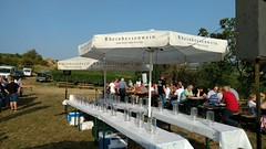 Vor der Weinprobe (Selzer Gottesgarten)