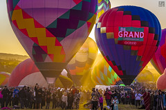 Great Reno Balloon Race 2016 (lycheng99) Tags: greatrenoballoonrace balloon hotairballoon sunrise sun glow color colors colorful people crowd balloons reno nevada 2016reno
