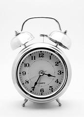DSC03654 cpia (Bucci 10) Tags: sony relgio despertador a100 bucci fundobranco alpha100