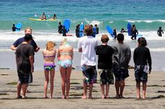 """Esperando el turno - Serie """"Personajes de la Costa Oeste"""" (Picardo2009) Tags: ocean california sea people usa beach mar surf gente sandiego playa lajolla clase oceano"""