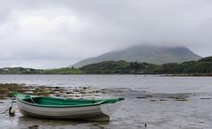 Comme un air de carte postale (b0udibou) Tags: camera ireland sea mer montagne pentax connemara kr bateau paysage mont barque irlande