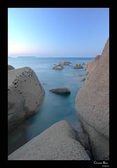 suivre du regard (cbat2007) Tags: mer bleu crpuscule rochers ploumanach poselongue bratagne landrellec2012