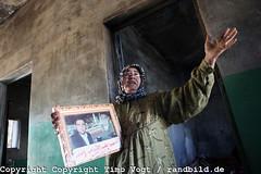 Syrian Uprising (randbild) Tags: portrait house war mother haus son krieg revolution syria conflict killed grime martyr mutter tot syrien rus sohn uprise aufstand märtyrer syrianarabrepublic konflikt idlib idleb arabspring arabischerfrühling provinceidlib bashirija abdullahabdulqader