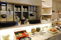 Coffee and tea (A. Wee) Tags: cathaypacific  thebridge  lounge hongkong hkg    china buffet counter