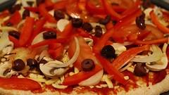 Pizza Italiana (Gillian Everett) Tags: pizza italiana olives tomato cheese oil capsicum red mushrooms