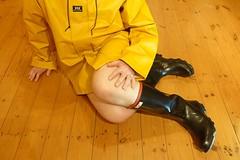Dawn of a New Century (essex_mud_explorer) Tags: rubber wellington boots wellies wellingtons wellingtonboots rubberboots gummistiefel gumboots rainboots rainwear rubberlaarzen century gates madeinbritain vintage redtrim redtops rainjacket raincoat hellyhansen nusfjord ochre yellow