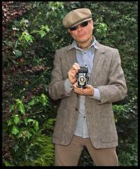 The Photographer (zweiblumen) Tags: tweed jacket flatcap citysport newsboy canoneos50d canonspeedlite430exii lumiquestpocketbouncer polariser zweiblumen
