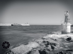 Farolillo S. Vicente (Javier Colmenero) Tags: faro lighthouse largaexposicin longexposure mar sea marcantbrico cantabriansea agua water espaa sanvicentedelabarquera santander nikon nikond3100 sigma1020 blancoynegro blackwhite paisaje landscape