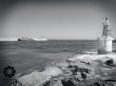 Farolillo S. Vicente (Javier Colmenero) Tags: faro lighthouse largaexposicin longexposure mar sea marcantbrico cantabriansea agua water espaa sanvicentedelabarquera santander nikon nikond3100 sigma1020 blancoynegro blackwhite paisaje landscape
