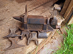 0006636 (Shakies Buddy) Tags: old canada metal rust rusty nb company 200views thompson anvil vise manufacturing allrightsreserved nbphoto grandbaynb thompsonmfgco