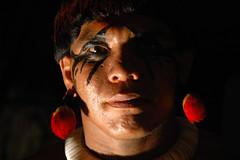 Yawalapiti (serge guiraud) Tags: brazil portrait festival brasil amazon para tribal exhibition exposition xingu tribe ethnic matogrosso tribo brésil plume amazonia tribu amazonie matis amazone amérique xavante asurini iny amérindien etnia kaiapo gaviao exposiçao kuarup ethnie yawalapiti kayapo javari kuikuro xerente peinturecorporelle kalapalo karaja mehinako kamaiura yawari artamérindien sudamérique tapirapé peuplesindigenes povoindigena parcduxingu parquedoxingu sergeguiraud jabiruprod expositionamazonie artdelaplume artducorps bassinamazonien amazon'stribe amazonieindidennecom basinamazonien zo'é hetohoky parqueindidigenadoxingu jungletribes populationautochtones indiend'amazonie