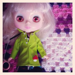 Pinky Jane (EssHaych) Tags: green manchester doll handmade clothes jacket blythe sv 2012 iphone fbl bcuk rainmac pinkyjane iphonography blythecon instagram simplyvanilla