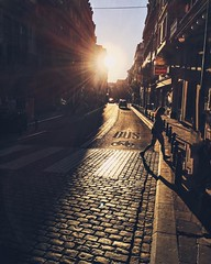 . Sounds of laughter, shades  of life, are ringing through  my open ears. . #brussels #bruxelles #belgium #sunporn #afternoon #afternoondelight #brussels❤ #wanderlust #iphonephotography #iphone #vsco #vscocam #acrosstheuniverse #lennon #cityview #st (erlingraahede) Tags: street brussels instagramapp square squareformat iphoneography