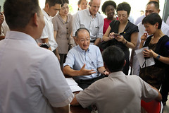 Jim Yong Kim talks to a patient