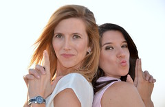 "Rosa y Cristina ""agentes FBI"". (eustoquio.molina) Tags: portrait retrato chicas girls mujer woman"
