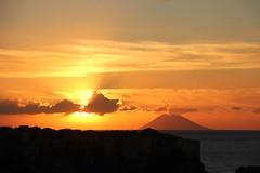 Grandi energie! (Anfora di Cristallo) Tags: tramonto sole sera cielo nuvola stromboli isola vulcano eolie