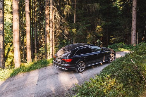 Audi A4 allroad in Kitzbühel while the Audi Mountain Experience __ @audi_de @audi_aut #audi #a4allroad #offroad #mountains #kitzbuhel #ingolstadt #bavaria #austria #nature #quattro #carswithoutlimits #snabshod #sonyalpha #a7ii #35mm #instacar #instacars #