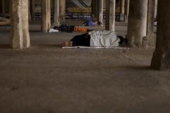 Sleeping in the temple (Scalino) Tags: sleeping people india temple south sri tamil tamilnadu inde nadu trichy tiruchirapalli ranganathaswamy trichinopoly cheesenaan