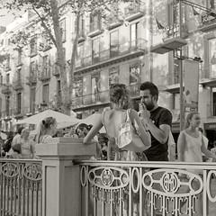La Rambla, Barcelona (Vicnaba) Tags: barcelona street 120 film mediumformat calle kodak tmax availablelight g candid naturallight mat 124 400 124g epson yashica carrer rambla yashicamat yashicamat124g v500 400tmy