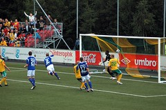 Ull-Kisa - Start: Ml (MortenHpictures) Tags: sport norway start norge football goal soccer norwegen fotball ullensaker jessheim ml idrett adeccoligaen ullkisa mygearandme