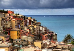 Living on the edge (PhotoArt Images) Tags: ocean sea italy seascape explore manarola coloredhouses photoartimages