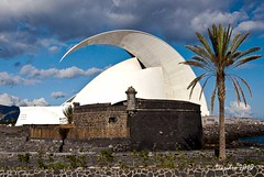 Castillo Negro y Auditorio de Tenerife (letrucas) Tags: tenerife santacruzdetenerife islascanarias fuertes flickrsbest castillonegro flickraward castillodesanjuan kanariajinsuloj defensasmarinasantiguas