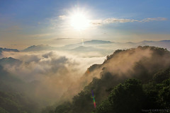 Rays of LightMist (Singer ) Tags: light sky cloud mist mountain sunrise canon taiwan singer taipei rays      seaofclouds                    colorphotoaward cloudfall   earthasia     singer186