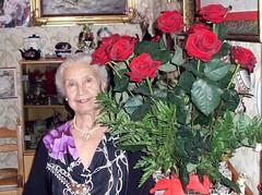 Catania - Mom house (A beautiful lady of 90 years) (Luigi Strano) Tags: family flowers roses italy rose portraits europe italia famiglia mamma sicily ritratti catania sicilia fratelli