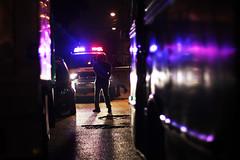 Caracas, una parte de ti. (Pablo Urrea) Tags: luz contraluz contraste oscuridad city pablourrea azul rojo police policia noche drama violencia clavebaja lineas composicion caracas nocturna calles realidad documental reflejo