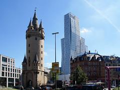 Frankfurt, Eschenheimer Tor, Eschenheimer Turm und Nextower (city gate Eschenheim Tower and Nextower) (HEN-Magonza) Tags: frankfurt hessen hesse deutschland germany eschenheimertor eschenheimerturm eschenheimtower nextower hochhaus highrisebuilding wolkenkratzer skyscraper
