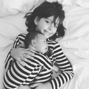 """Após ter bebê em casa, Bela Gil incentiva mulheres: """"Nascemos para parir"""""""