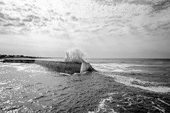 Penhors (Yann du Maner - Photographie) Tags: bw paysage port pouldreuzic bretagne finistere france blackandwhite wave ocean seascape sea nikon d7000