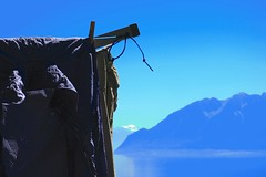 Stewi, laundry & Gd Combin (Riex) Tags: stewi clothesline dryline sechoir linge laundry dryer drying swiss suisse schweiz svizzera grandcombin summer glacier ete montagne mountain summit sommet peak pic alps alpes blue sky ciel bleu lake lac leman vaud waadt switzerland g9x