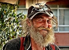 De Galitzia (Franco DAlbao) Tags: francodalbao dalbao fuji retrato portrait karol polaco polish hombre man barba beard calle street sonrisa smile bohemio bohemian ingeniero engineer