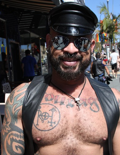SEXY LEATHER DADDY at the LEATHER WALK 2016 ! ( safe photo )