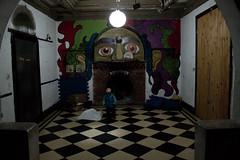 La luz (Barcoborracho) Tags: t3i 1855isii eltransformador haedo beb greg 3200iso grainphotoshop mural pintura interior