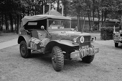 Dodge truck - 1942 (Ronald_H) Tags: wingsofliberation bevrijdendevleugels military vehicle leica m2 bw ilford fp4 war museum diafine dh0501 dodge