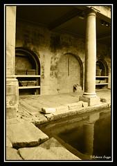 Sepia bath (DameBoudicca) Tags: greatbritain inglaterra england water agua bath wasser roman britain pillar baths angleterre column acqua vatten thermae colonne colonna inghilterra columna romaine grossbritanien sulis sule pelare storbritannien romersk aquasulis