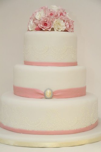 V Hochzeitstorte Elegant Spitze Rosenbouquet Rosa A Photo On