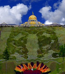 Istana Negara,Malaysia (``Ringo Lee (^_^)) Tags: sky cloud green architecture wow gold perfect place selected most malaysia dome winner classical faves elegance worldbest mindigtopponalwaysontop flicksdiscovery