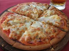 Pizza (Hugo Carrio) Tags: beer galicia galiza cerveja meats corunha acorua carnes saladas