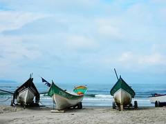 Barcos (Lh.) Tags: ocean praia brasil landscape boat mar barco bluesky paisagem santacatarina pesca oceano itapo